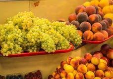 Φωτεινά ζωηρόχρωμα φρούτα και λαχανικά φθινοπώρου Στοκ Φωτογραφίες