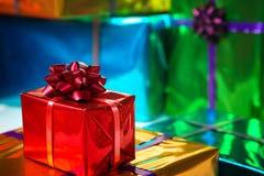 Φωτεινά και λαμπρά κιβώτια δώρων Στοκ εικόνα με δικαίωμα ελεύθερης χρήσης