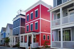 Φωτεινά νέα σπίτια στοκ φωτογραφίες με δικαίωμα ελεύθερης χρήσης