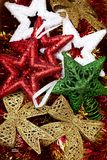 Φωτεινά πολύχρωμα παιχνίδια Χριστουγέννων τα Χριστούγεννα ανασκοπήσεων σας σχεδιάζουν Στοκ εικόνες με δικαίωμα ελεύθερης χρήσης