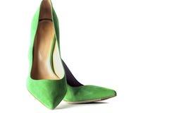 Φωτεινά, πολύχρωμα θηλυκά παπούτσια στα υψηλά τακούνια Στοκ Εικόνες