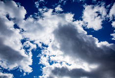 Φωτεινά σύννεφα στοκ φωτογραφία με δικαίωμα ελεύθερης χρήσης