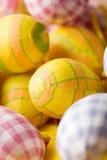 φωτεινά χρωματισμένα αυγά Π στοκ εικόνες