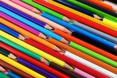 Φωτεινά χρωματισμένα μολύβια στοκ εικόνα