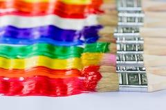 Φωτεινές ζωηρές χρώμα και βούρτσες χρωμάτων Στοκ εικόνα με δικαίωμα ελεύθερης χρήσης