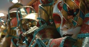Φωτεινές ζωηρόχρωμες ενετικές μάσκες απόθεμα βίντεο