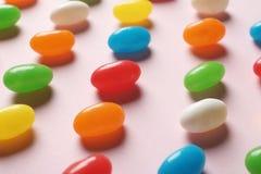 Φωτεινές καραμέλες ζελατίνας στο υπόβαθρο χρώματος στοκ φωτογραφίες με δικαίωμα ελεύθερης χρήσης