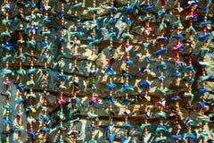 Φωτεινές πολύχρωμες κορδέλλες, στολισμός, διακόσμηση Στοκ εικόνες με δικαίωμα ελεύθερης χρήσης