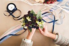 Φωτεινή ανθοδέσμη, τεχνητό λουλούδι χειροτεχνία Στοκ φωτογραφίες με δικαίωμα ελεύθερης χρήσης