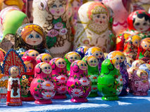 Φωτεινή εύθυμη κούκλα Matryoshka Στοκ φωτογραφία με δικαίωμα ελεύθερης χρήσης