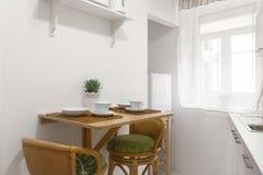 φωτεινή κουζίνα Στοκ φωτογραφία με δικαίωμα ελεύθερης χρήσης