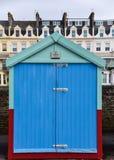 Φωτεινή μπλε καλύβα παραλιών Στοκ φωτογραφία με δικαίωμα ελεύθερης χρήσης