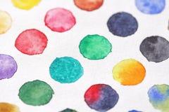 Φωτεινοί πολύχρωμοι κύκλοι των watercolors στενό έγγραφο ανασκόπησης που αυξάνεται BA Στοκ φωτογραφία με δικαίωμα ελεύθερης χρήσης