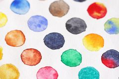 Φωτεινοί πολύχρωμοι κύκλοι των watercolors στενό έγγραφο ανασκόπησης που αυξάνεται BA Στοκ φωτογραφίες με δικαίωμα ελεύθερης χρήσης