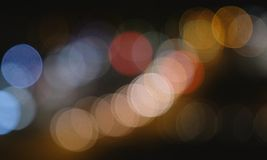 Φωτεινοί σηματοδότες νύχτας Defocused από τα αυτοκίνητα αφηρημένη θαμπάδα ανασκόπησης Στοκ Εικόνες