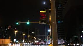 Φωτεινοί σηματοδότες οδών πόλεων του Αμπού Ντάμπι απόθεμα βίντεο