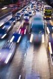 Φωτεινοί σηματοδότες στη θαμπάδα κινήσεων Στοκ Εικόνες