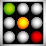 Φωτεινοί σηματοδότες, λαμπτήρες κυκλοφορίας, σηματοφόρος που απομονώνεται στη σειρά επάνω ελεύθερη απεικόνιση δικαιώματος