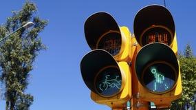 Φωτεινοί σηματοδότες για τους πεζούς και τα ποδήλατα Στοκ εικόνα με δικαίωμα ελεύθερης χρήσης