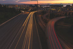 Φωτεινοί σηματοδότες που ραβδώνουν κάτω από τους δρόμους στο Σιάτλ, Ουάσιγκτον Στοκ Εικόνα