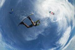 φωτεινός ήλιος ικτίνων βραδιού surfer Στοκ φωτογραφίες με δικαίωμα ελεύθερης χρήσης
