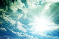 Φωτεινός ήλιος με τις μπλε ακτίνες Στοκ φωτογραφίες με δικαίωμα ελεύθερης χρήσης