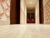 Φωτεινός διάδρομος σε ένα ξενοδοχείο στοκ εικόνα