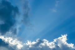 Φωτεινός ελαφρύς ουρανός ήλιων Στοκ εικόνες με δικαίωμα ελεύθερης χρήσης
