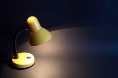 φωτεινός λαμπτήρας γραφεί στοκ φωτογραφία με δικαίωμα ελεύθερης χρήσης