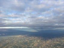 Φωτεινός ουρανός με το ελαφρύ σκόρπισμα ήλιων στοκ εικόνα με δικαίωμα ελεύθερης χρήσης