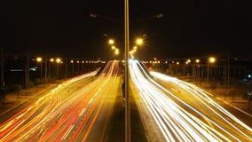 Φωτεινός σηματοδότης στην εξωτερική πόλη, ελαφρύ ίχνος, ελαφρύ backgrou ταχύτητας στοκ εικόνες με δικαίωμα ελεύθερης χρήσης