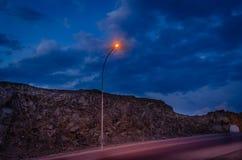 φωτεινός σηματοδότης το βράδυ Στοκ εικόνα με δικαίωμα ελεύθερης χρήσης