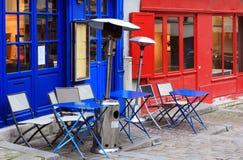 Φωτεινός υπαίθριος καφές στο Παρίσι Στοκ Εικόνα