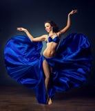 Φωτεινότητα του χορού Αραβικός χορός Στοκ Φωτογραφίες