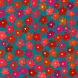 Φωτεινό άνευ ραφής πρότυπο με τα κόκκινα λουλούδια Στοκ Εικόνες