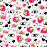 Φωτεινό άνευ ραφής σχέδιο με τα μάτια, τη φράουλα, το βέλος, τα τριαντάφυλλα, τα γυαλιά ηλίου και τις καρδιές ελεύθερη απεικόνιση δικαιώματος