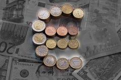Φωτεινό ευρο- σημάδι από τα ευρο- νομίσματα στοκ εικόνα με δικαίωμα ελεύθερης χρήσης