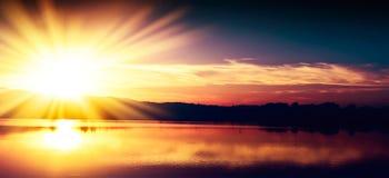 Φωτεινό ηλιοβασίλεμα βραδιού Στοκ Εικόνες