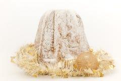Φωτεινό κέικ Pandoro Χριστουγέννων Στοκ Εικόνες