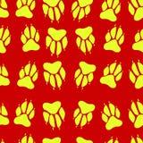 Φωτεινό κίτρινο άνευ ραφής σχέδιο σφραγίδων σκυλιών τυπωμένων υλών ποδιών χρώματος, κόκκινο Στοκ Εικόνα