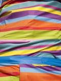 Φωτεινό πολύχρωμο ριγωτό ύφασμα Στοκ Φωτογραφία