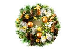 Φωτεινό στεφάνι Χριστουγέννων στο άσπρο υπόβαθρο Στοκ φωτογραφία με δικαίωμα ελεύθερης χρήσης