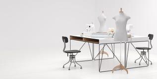 Φωτεινό στούντιο ατελιέ με τη στάση διάφορων ράβοντας στοιχείων, υφασμάτων και μανεκέν στοκ εικόνες