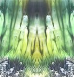 Φωτεινό συμμετρικό σκηνικό Μπλε, πράσινες και κίτρινες χρωστικές ουσίες αφηρημένο watercolor ζωγραφικής Στοκ φωτογραφία με δικαίωμα ελεύθερης χρήσης