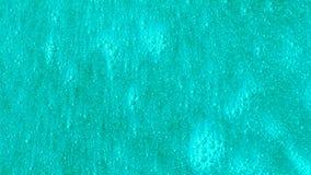 Φωτεινό τυρκουάζ υπόβαθρο με τις φυσαλίδες που κινούνται αργά Όμορφη μπλε επιφάνεια με να λάμψει τη ροή μορίων απόθεμα βίντεο