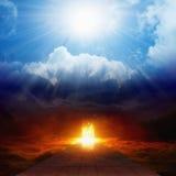 Φωτεινό φως από τον ουρανό, το δρόμο στην κόλαση, τον ουρανό και την κόλαση στοκ εικόνα με δικαίωμα ελεύθερης χρήσης