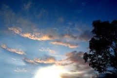 Φωτεινό όμορφο υπόβαθρο ουρανού ηλιοβασιλέματος στοκ φωτογραφία με δικαίωμα ελεύθερης χρήσης