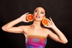 φωτεινό makeup Κορίτσι με το πορτοκάλι Στοκ Φωτογραφία