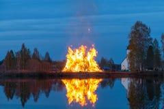 Φωτιά από τον ποταμό στοκ εικόνες