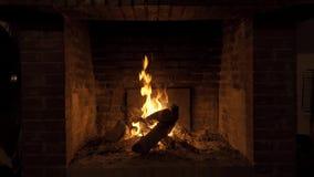 Φωτιά σε μια εστία φιλμ μικρού μήκους